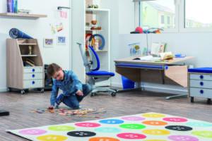 gut f r kids mitwachsende schreibm bel von moll kidslife das elternmagazin. Black Bedroom Furniture Sets. Home Design Ideas
