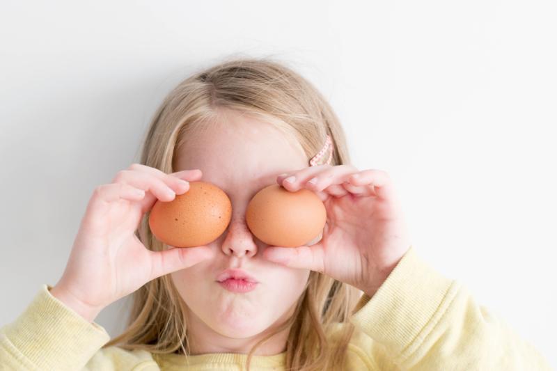 Child, eggs