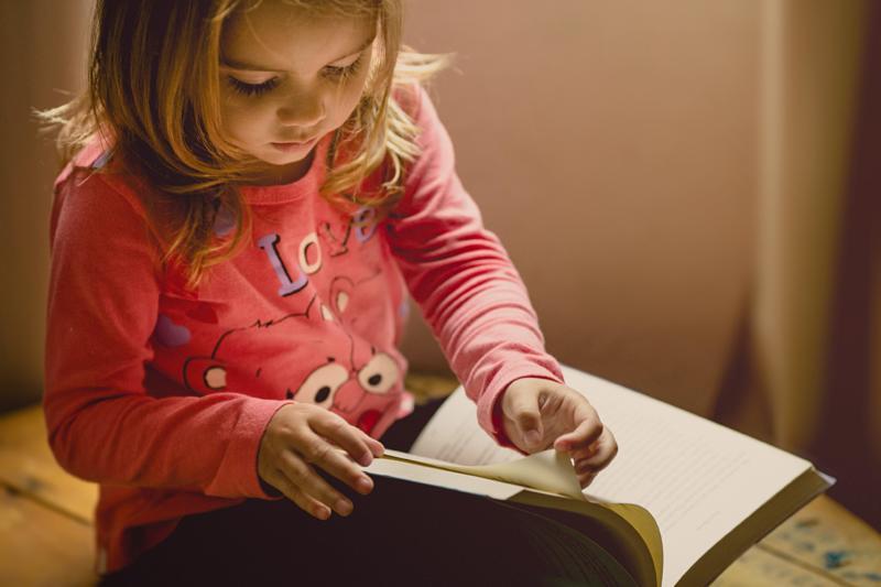 Little girl, book