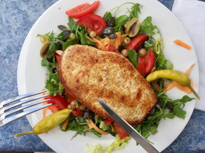HERMANN, Schnitzel; Salat