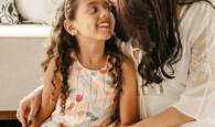 Kommunikation mit Kindern - Mutter und Tochter