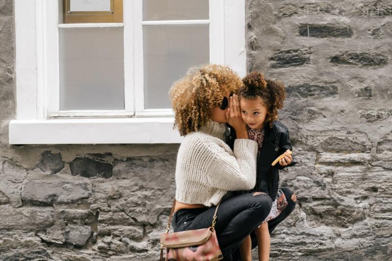 Klare Kommunikation – Mutter und Tochter