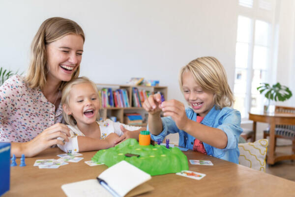 Lotti Karotti_Familie beim Spielen