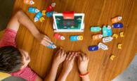 OSMO Coding Starter Kit_Kinder im Spiel_Hände